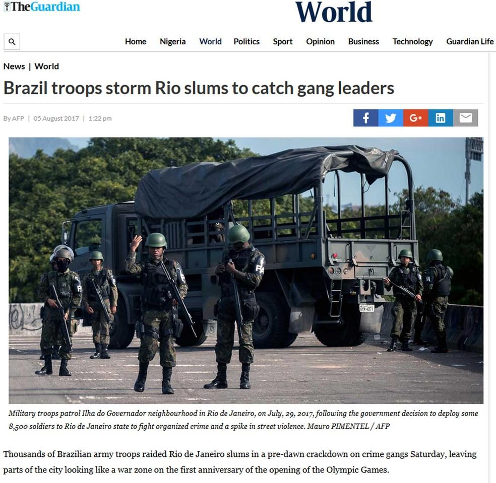 Reportagem do Guardian sobre a operação que acontece no Rio neste sábado (5) (Foto: Reprodução/ The Guardian)