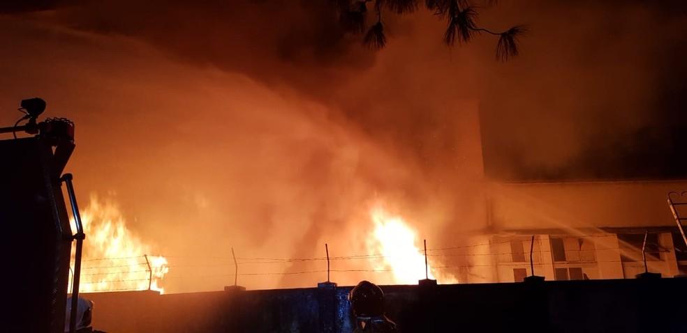 22018faf9 Incêndio consome fábrica de tecidos desativada em Nova Friburgo