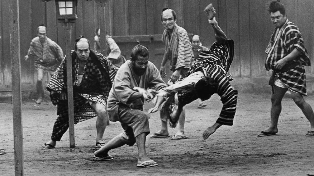 Mifune Toshiro em cena de 'O Barba-Ruiva' — Foto: Reprodução