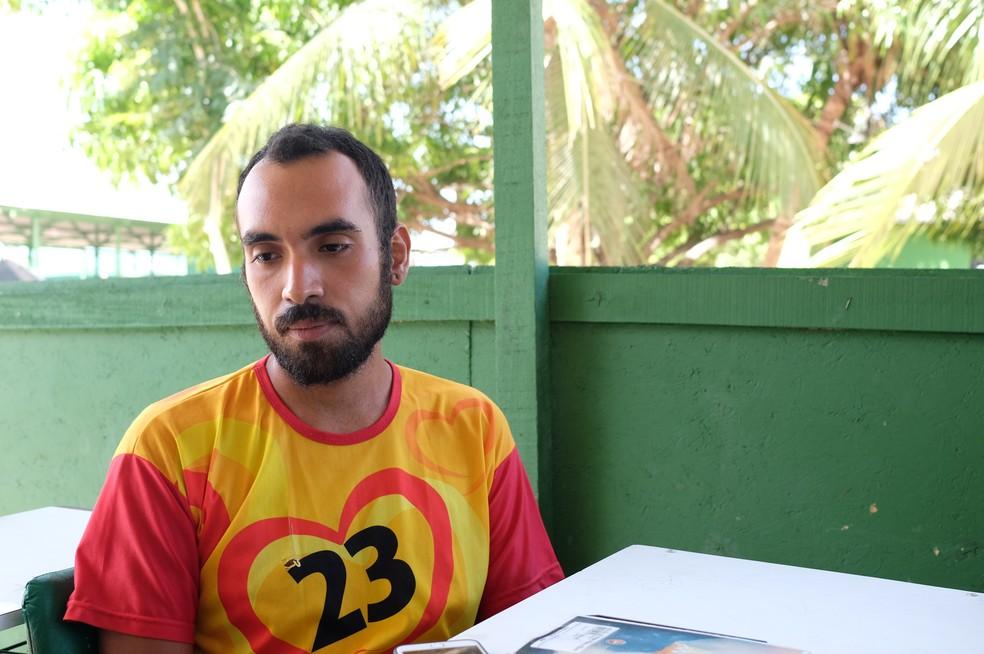 Leonardo Cordova, de 28 anos, viajou por dois dias a pé e pedindo carona até chegar a Boa Vista (Foto: Inaê Brandão/G1 RR)