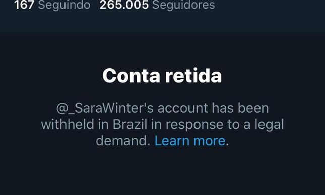 Mensagem informando que conta foi suspensa no perfil de Sara Giromini no Twitter