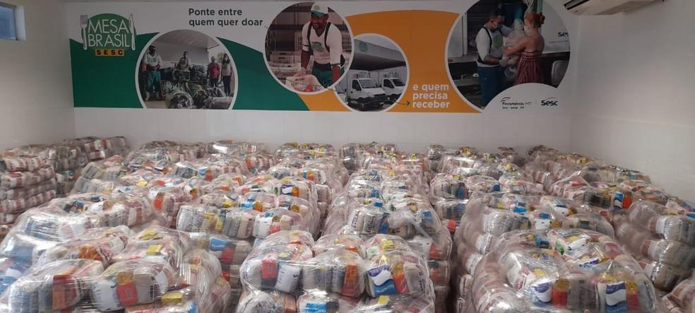 Aproximadamente 150 mil cestas de alimentos atenderão a famílias em 18 municípios. — Foto: Divulgação