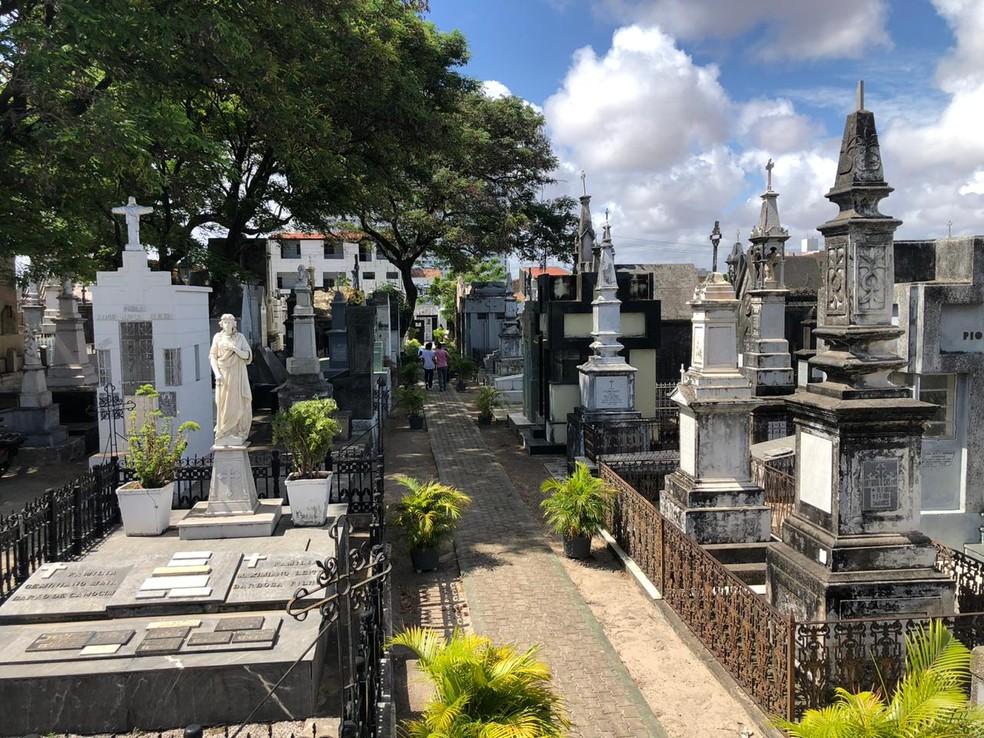 Prefeitura de Fortaleza orienta visita aos cemitérios no fim de semana para evitar aglomeração na segunda-feira, Dia de Finados — Foto: Marina Alves/TV Verdes Mares