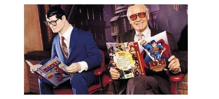 Stan Lee ao lado do Superman em homenagem da DC (Foto: DC Comics)