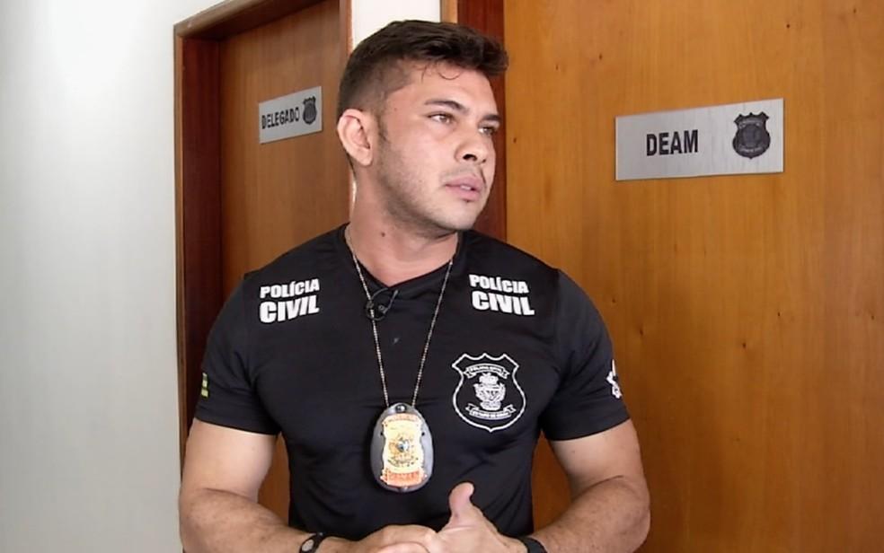 Delegado Rafhael Neris Barboza, de 29 anos, decidiu tirar dinheiro do próprio bolso para reformar a delegacia de Uruaçu  — Foto: TV Anhanguera/Reprodução