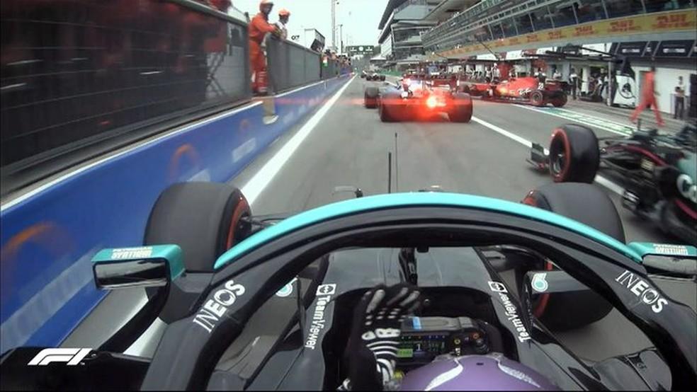 Lewis Hamilton, que liderou o Q2 na definição do grid para a corrida classificatória do GP da Itália, quase foi atingido por Sebastian Vettel — Foto: F1