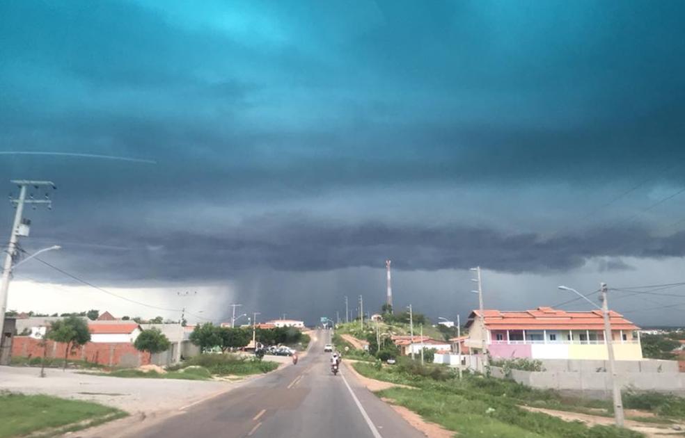 Chuvas começam a escassear no Ceará  a 10 dias do fim da quadrada chuvosa, que vai de fevereiro a maio. (Foto: Ilo Santiago Júnior/Arquivo Pessoal)