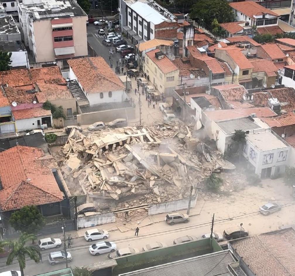 Prédio desabou em área nobre de Fortaleza  — Foto: Reprodução/SVM