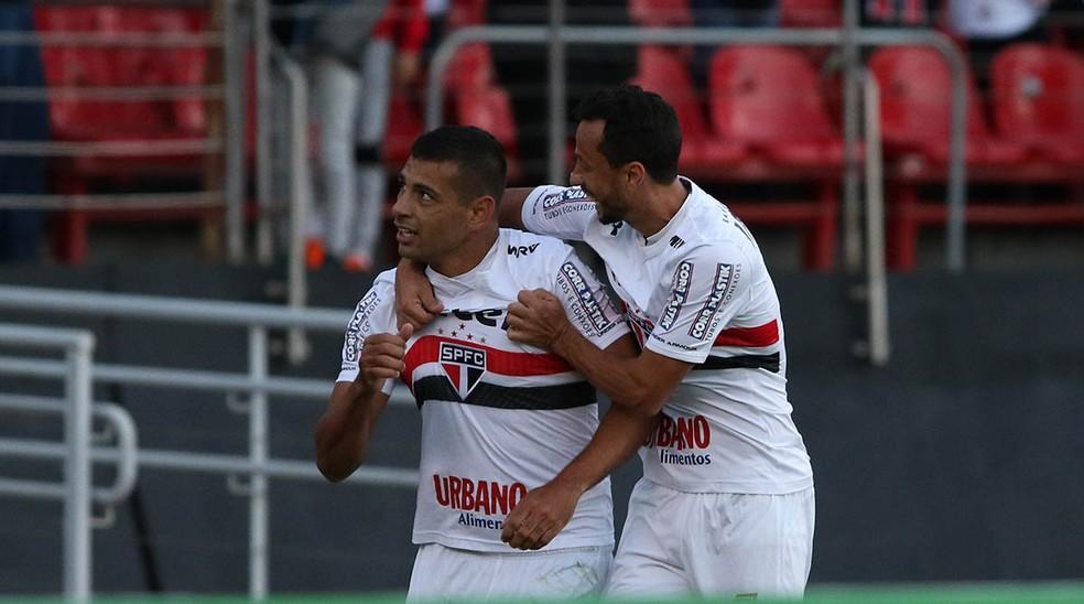 Diego Souza comemora o gol do São Paulo contra o Santos (Foto: Rubens Chiri/saopaulofc.net)