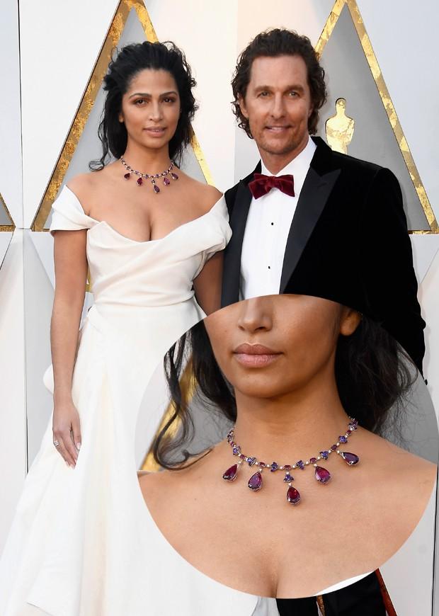 O colar de rubis de Camila Alves (Foto: Getty Images)