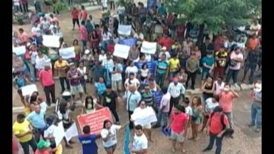 Manifestantes protestam na Câmara de Tucuruí e pede cassação de prefeito afastado