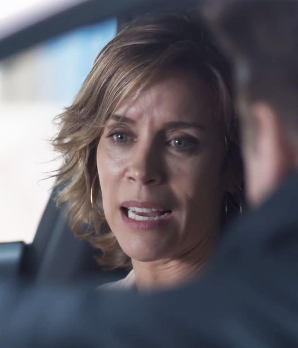Malu (Daniela Galli) fica irritada com a recusa de Dóris (Ana Flávia Cavalcanti) em aceitar sua proposta.  — Foto: Globo