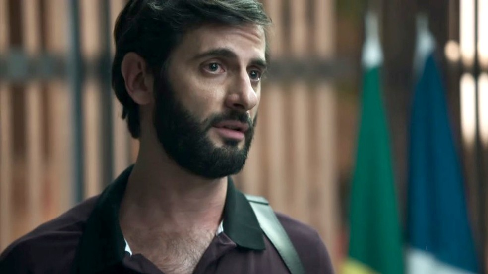 Delegado ouve depoimento de Clara e pede uma avaliação psiquiátrica (Foto: TV Globo)