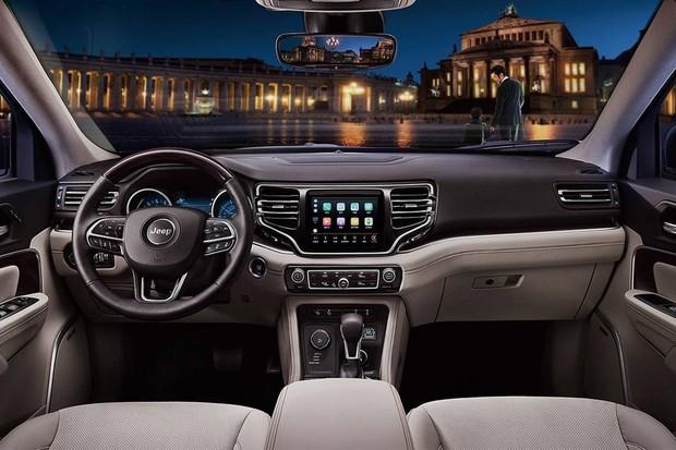 Interior tem recursos tecnológicos, mas o visual é bem datado (Foto: Divulgação)