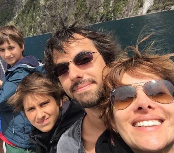 Helena Fernandes com a família (Foto: Reprodução Instagram)