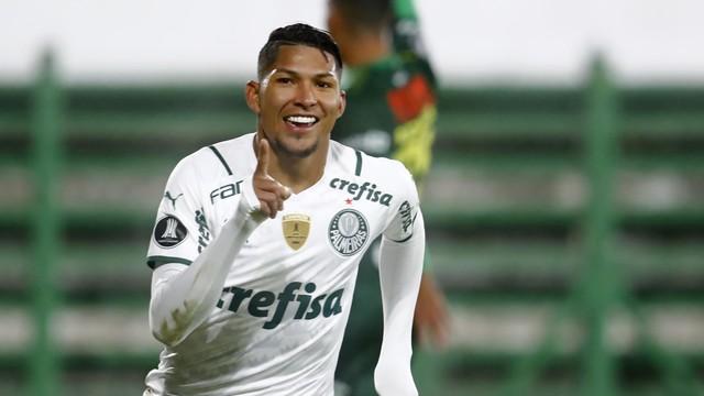 Rony comemora gol do Palmeiras contra o Defensa y Justicia
