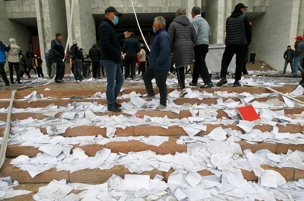 Manifestação na cidade de Bisqueque, a capital do Quirgistão, contra as eleições parlamentares de 2020 — Foto: Vladimir Pirogov/Reuters