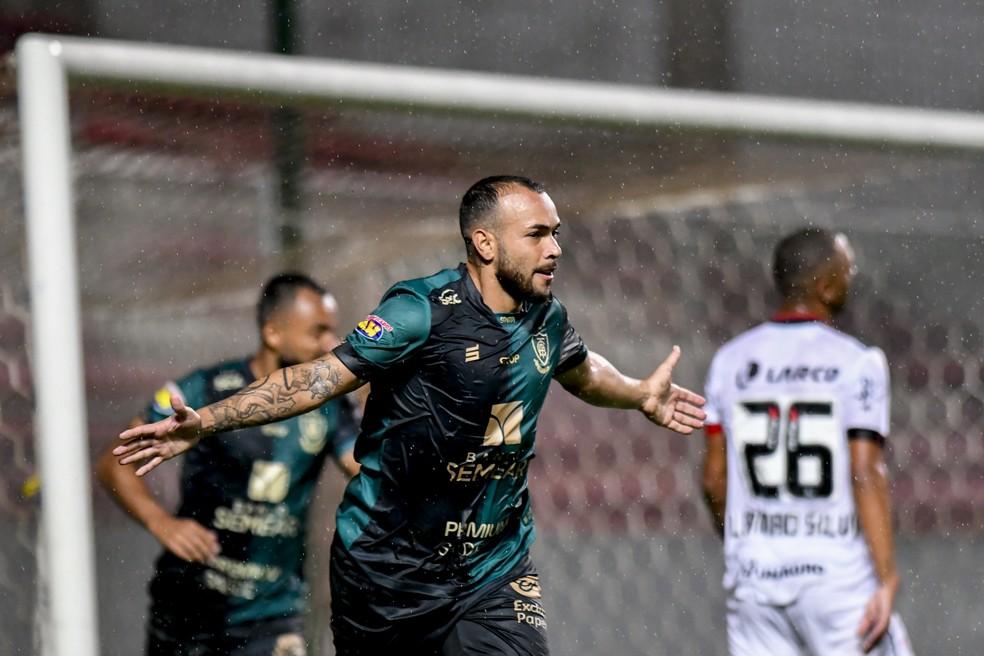 Rodolfo comemora gol marcado pelo América-MG contra o Vitória — Foto: Mourão Panda/América-MG