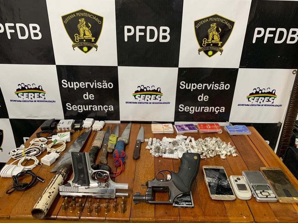 Pistola, revólver, munições, celulares e drogas foram encontradas no Presídio Frei Damião de Bozzano, no Recife, em 2019 — Foto: Seres/Divulgação