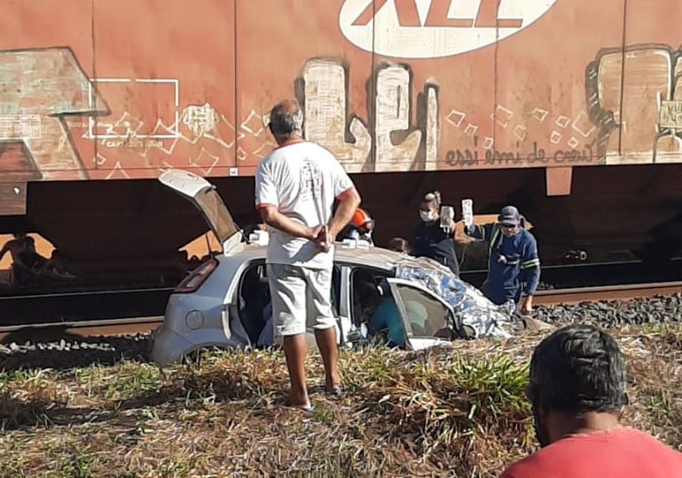 Casal foi socorrido após acidente com trem em Valentim Gentil — Foto: Arquivo Pessoal