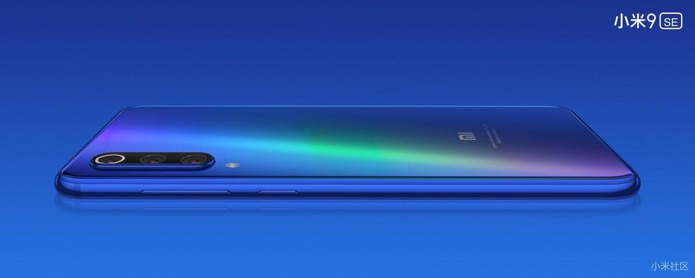 Xiaomi Mi 9 SE traz ficha técnica intermediária e câmera tripla — Foto: Divulgação/Xiaomi