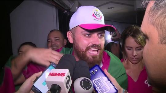 'A voz que está cantando hoje está calada há muito tempo', diz carnavalesco Leandro Vieira após vitória da Mangueira