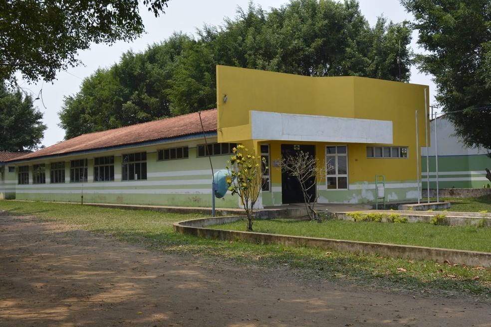 Bibloteca municipal está localizada na Avenida Tancredo Neves, ao lado da Unisp — Foto: Diêgo Holanda/G1