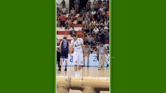 Vídeo: Perda de lente de contato gera mobilização entre jogadores de São José e Bauru