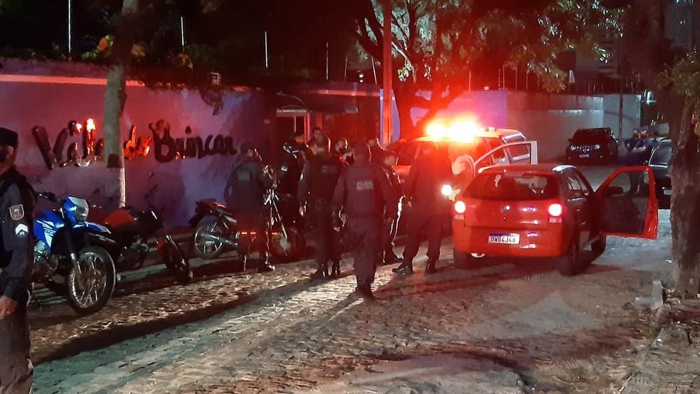 PM é baleado de raspão na cabeça ao reagir a assalto na Zona Sul de Natal — Foto: Sérgio Henrique Santos/Inter TV Cabugi