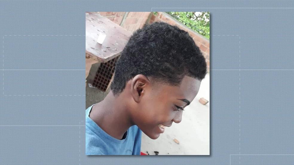 Cauã, de 14 anos, tentou salvar o irmão, mas também foi atingido por fio elétrico — Foto: Arquivo Pessoal