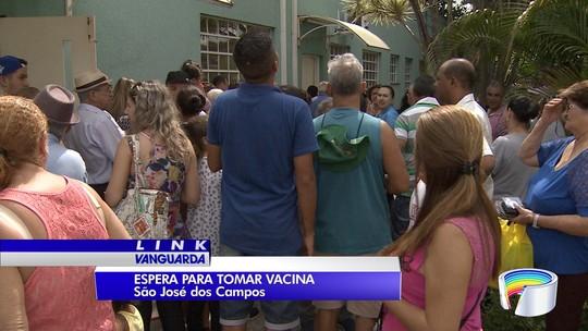 Postos de saúde de Jacareí e São José têm fila por vacina da febre amarela