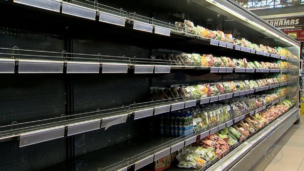 Supermercados sofrem desabastecimento de alguns produtos em Juiz de Fora (MG) (Foto: Reprodução/TV Integração)