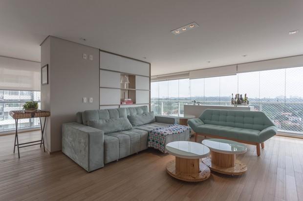 Apartamento integra terra o e ganha sala de estar com for Sala de estar vista desde arriba