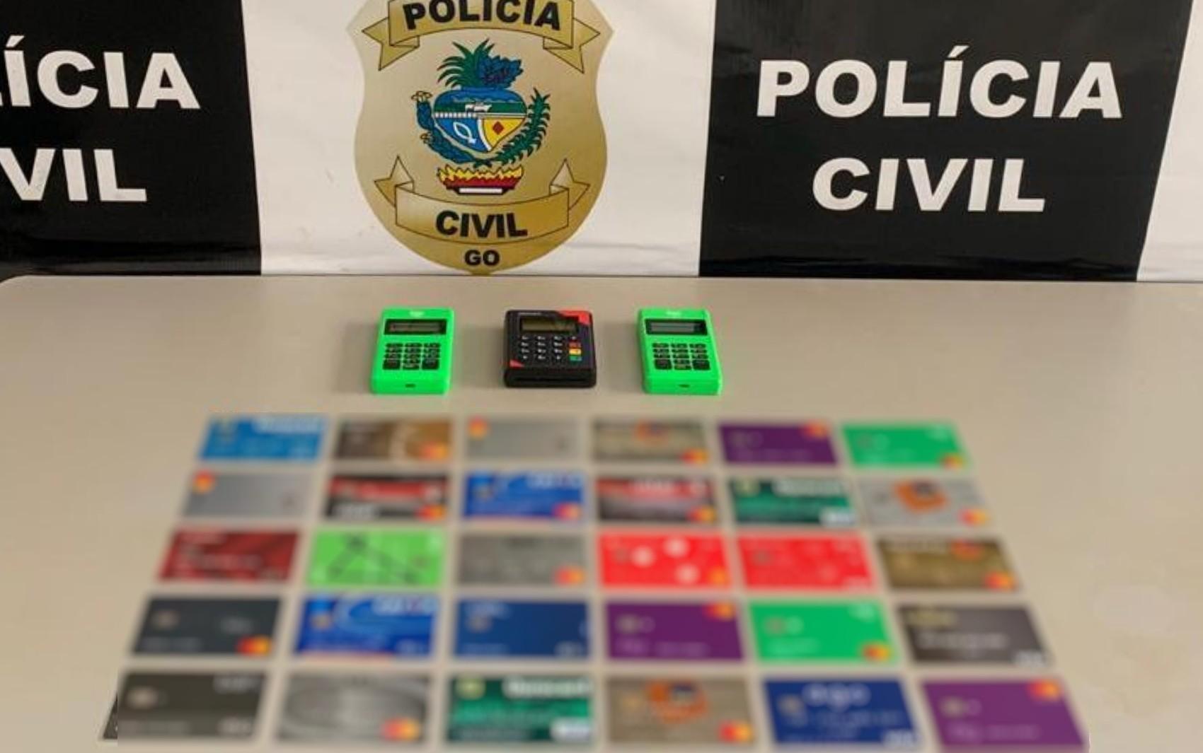 Homem é preso suspeito de comprar dados de pessoas, pedir cartões de crédito e aplicar golpes, em Goiatuba