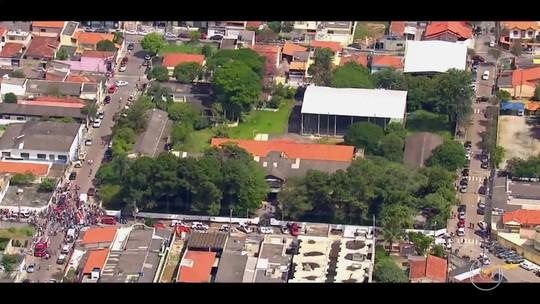 Luciano Huck termina o 'Caldeirão' com homenagem às vítimas de Suzano