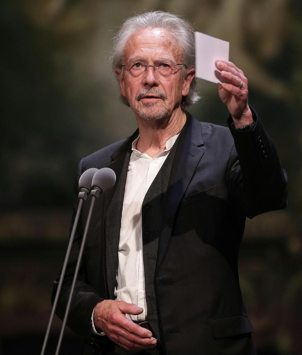 O vencedor do prêmio Nobel de Literatura de 2019, Peter Handke, em foto de novembro de 2018 durante uma premiação de teatro. — Foto: Georg Hochmut / APA / AFP
