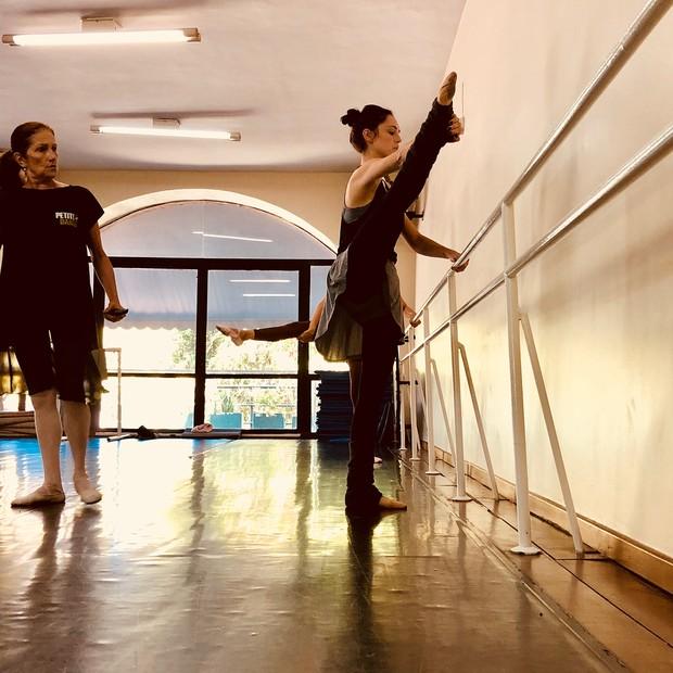Isabelle Drummond mostra seu lado bailarina (Foto: Reprodução/Instagram)