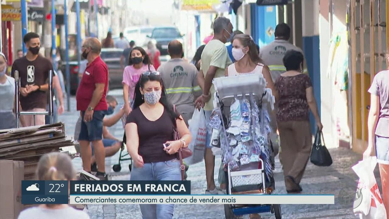 De olhos nas vendas, comerciantes abrem lojas em pleno feriado em Franca, SP