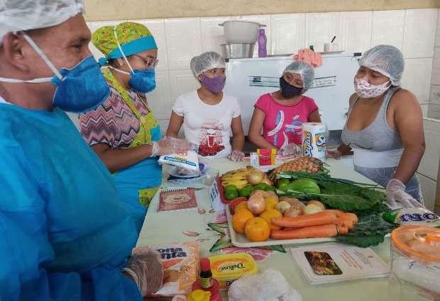 Mulheres Warao participam de curso de reaproveitamento integral de alimentos em Santarém