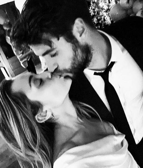 Miley Cyrus e Liam Hemsworth (Foto: Reprodução/Instagram)
