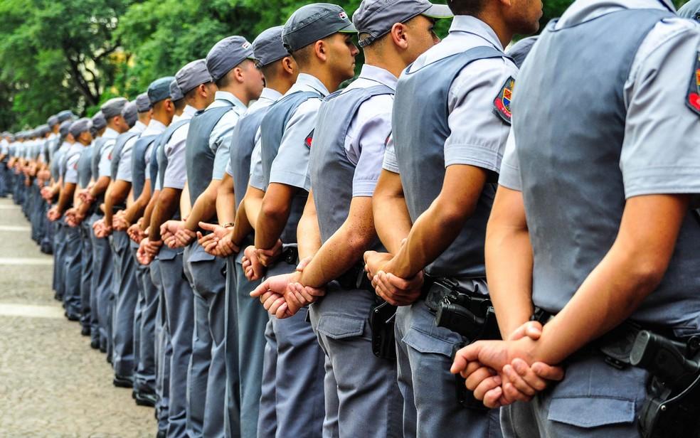 Formatura de soldados da Polícia Militar (PM) do Estado de São Paulo, em cerimônia realizada no Vale do Anhangabaú no centro de São Paulo durante a manhã. (Foto: Fabio Martins/Futura Press/Estadão Conteúdo)