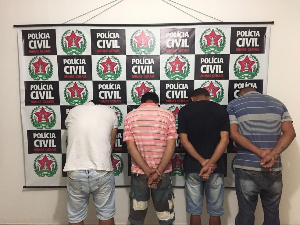 Chefe do tráfico e outras três pessoas foram presas durante operação (Foto: Polícia Civil/ Divulgação)