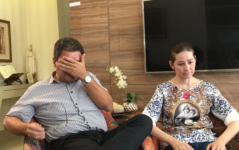 Pais de João Vitor se emocionam ao falar da morte do filho em colégio de Goiânia (Foto: Paula Resende/G1)