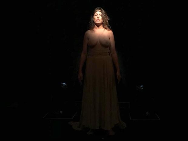 Gisele Itié faz topless durante apresentação no Prêmio Viva (Foto: Beatriz Chicca)