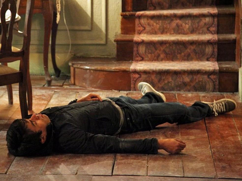 Cora (Drica Moraes) fica furiosa ao perceber que Fernando (Erom Cordeiro) não morreu - 'Império' — Foto: Carol Caminha/Globo