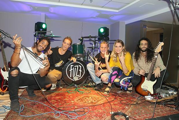 Banda Fuze e Letícia Spiller (Foto: Eny Miranda/ Divulgação)