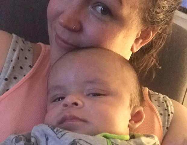 Angie e o filho Xavier hoje vivem longe do pai (Foto: Reprodução Facebook)
