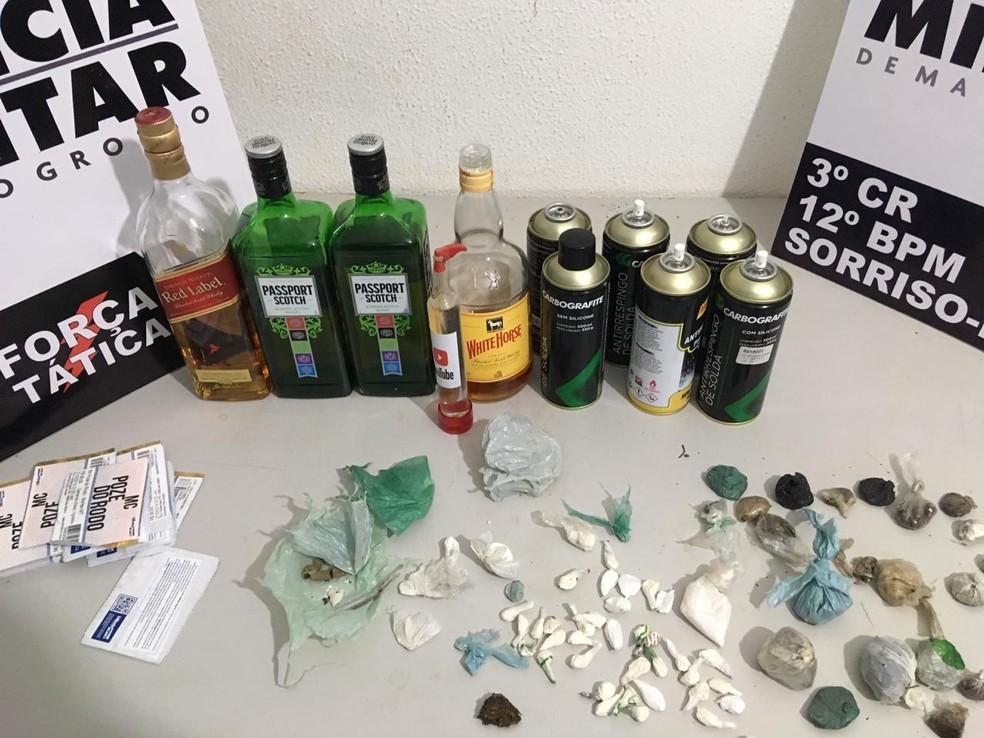 Bebidas, maconha e cocaína apreendidas em baile funk em Sorriso — Foto: Polícia Militar de Mato Grosso/Assessoria