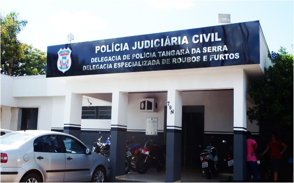 Presos foram levados para a delegacia onde prestaram depoimento — Foto: Polícia Civil/Divulgação