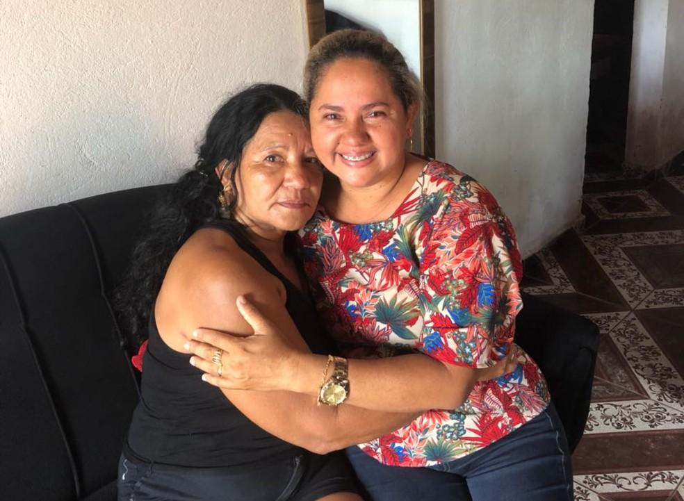 Mãe e filha se reencontram após 39 anos separadas, em Piripiri. (Foto: Arquivo Pessoal/ Luciana Rodrigues)